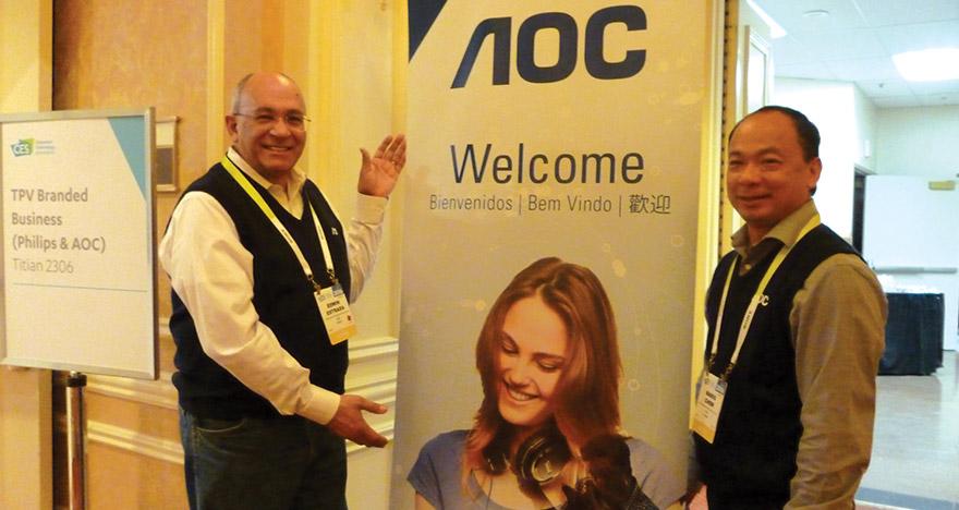 Izquierda a derecha: Edwin Estrada, gerente de producto y desarrollo AOC y Mario Chew, director de servicio AOC