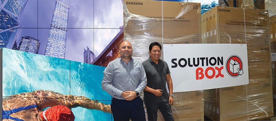 Carlos Jara, PM Samsung Caribe y Javier A. Correa, PM para Centro América, Integrantes del Equipo de Solution Box para Samsung Signage Display Solution, cuya misión es soportar comercial y técnicamente la fuerza de ventas interna, distribuidores e integradores. Hablamos con ellos respecto a sus expectativas para con la línea.